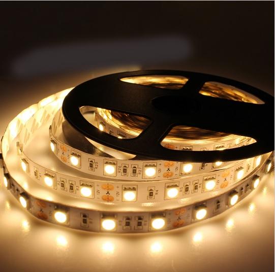 LED juosta 5050 SMD šiltai balta14,4W