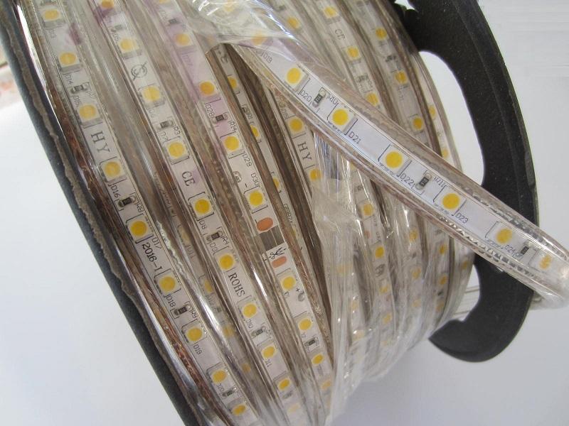 LED juosta 220V siltai balta 5050SMD 60led /m 6w /m