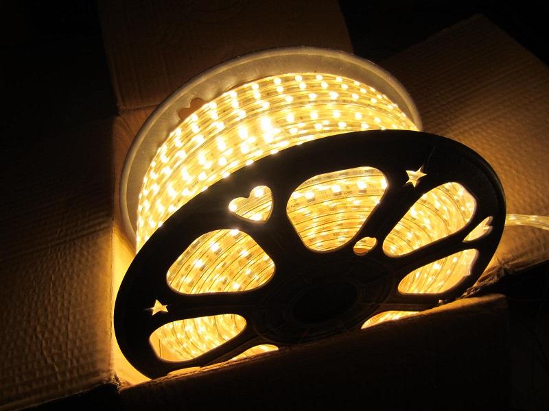 LED juosta ww 220V 5050SMD - 60led - m