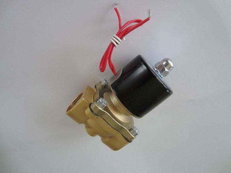 Elektromagnetinis vožtuvas vandeniui, alyvai, orui 3/4 220V