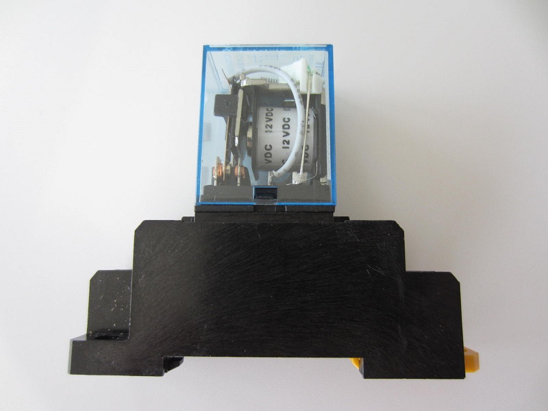 Elektromagnetine rele 12V 10A 8pin
