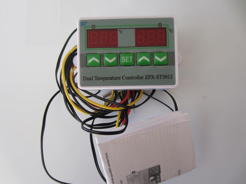 Dvieju temperaturu termoreguliatorius 220V