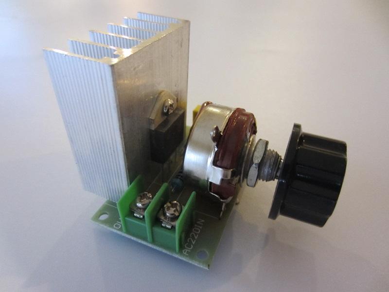 Itampos reguliatorius 220V 3800W
